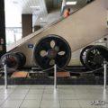 新大阪駅に展示されている巨大な車輪