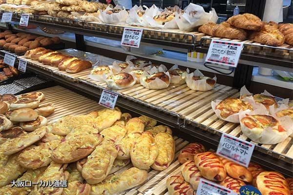 バローの焼き立てパン販売コーナー