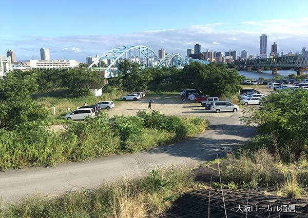 東淀川ゴルフクラブの河川敷駐車場