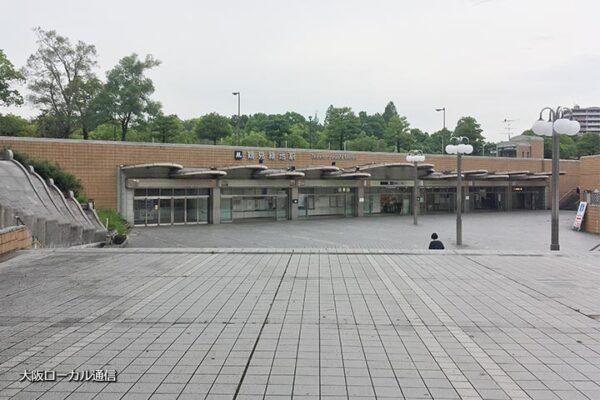 鶴見緑地駅の駅前広場